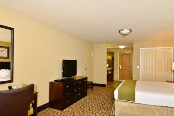 Holiday Inn Express And Suites Williston 4598282566 2x1